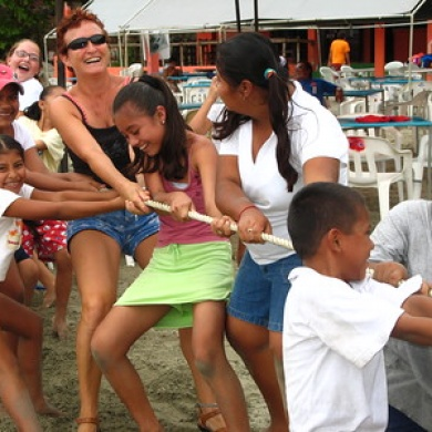 Helen helps the children of Octovio Paz in a tug-of-war