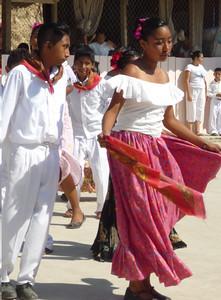 Ninos - dancing