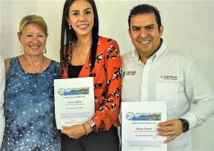 Meyer of Zihuatanejo gets a heroe certificate